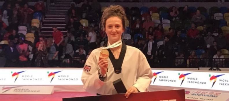 Welsh wonder Lauren Williams leads Great Britain 1-2-3 at World Taekwondo Grand Prix.